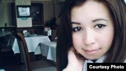 Түркияга иштегени кетип, дайыны чыкпай жаткан Алина Аскарбек кызы.