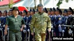 Президент України Петро Порошенко у навчальному центрі Національної гвардії у липні цього року
