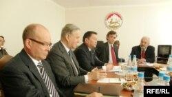 Сопредседатели Женевских дискуссий во время встречи в Цхинвали. Декабрь 2010 год