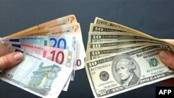 World -- Euro and US dollar notes, 18Apr2007