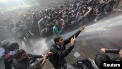 Sukob sa policijom u glavnom gradu Indije