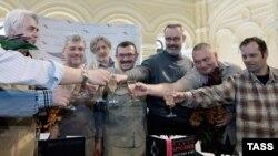 """Финалисты Национальной литературной премии """"Большая книга"""" (Садулаев - второй справа)"""