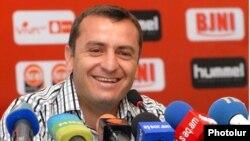Հայաստանի ֆուտբոլի ազգային հավաքականի գլխավոր մարզիչ Վարդան Մինասյան
