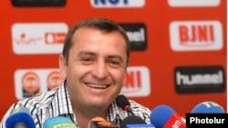 Ֆուտբոլի ազգային հավաքականի գլխավոր մարզիչ Վարդան Մինասյան