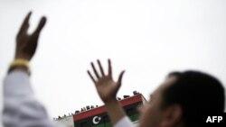 Лівійські повстанці під час молитви в Бенгазі. Фото 4 березня 2011 року