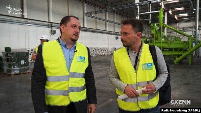 Директора заводу з виробництва штучної трави для футбольних полів Андрія Бондаренка запитання про 20-відсоткову різницю у контрактах не дивує