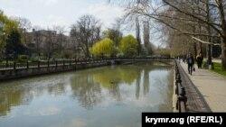 Центральна набережна ріки Салгир, Сімферополь, 30 березня 2017 року