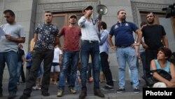 Протестующие на площади Свободы, 6 июля 2015 г.