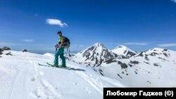 На 9 и 10 май Ани Манова отново е в Пирин с приятели. Тук е на връх Тодорка, близо до вече затворилия за сезона ски-курорт Банско