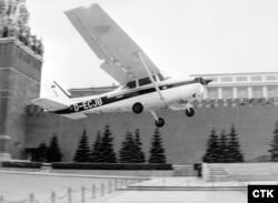 Посадка Матиаса Руста на Cessna 172 на Красной площади, 25 августа 1987 года