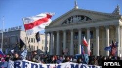 Оппозиция митинговала не зря. Последние опросы доказывают, что ее сторонников в Белоруссии гораздо больше, чем это официально признано