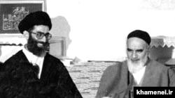 رهبر اول در کنار رهبر دوم، در یکی از دیدارهای دولت ایران با بنیانگذار جمهوری اسلامی