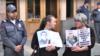Մահացած զինվորների ծնողները կառավարության շենքի դիմաց, մայիս, 2018թ․