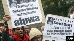 Учасники акції протесту проти зґвалтування, Делі, 2 січня 2013 року