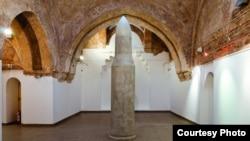 """""""Насока"""", самостојна изложба на скулпторот Исмет Рамичевиќ."""