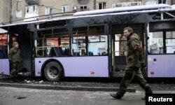 Ukrayna - Donsetskdə atəş altına düşmüş trolleybus, 22 yanvar