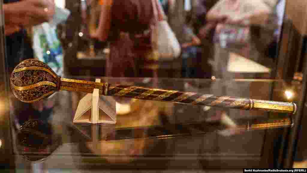 Гетьманська булава, яка, вірогідно, спершу належала Іванові Мазепі, а згодом – Пилипу Орлику, оригінал
