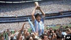 Diego Maradona élete legnagyobb pillanatában: az 1986-os világbajnokság hőseként