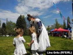 Vizitatori la Piața Eco Local din Chișinău, redeschisă după pandemie