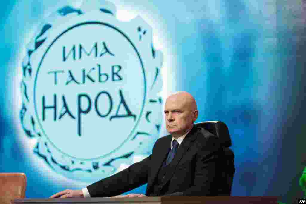 БУГАРИЈА - Лидерот на најголемата парламентарна партија во бугарскиот Парламент, Слави Трифонов, на Фејсбук напиша дека доколку протестните партии не гласаат за владата на Има таков народ, резултатот ќе биде суспензија и одложување на сите реформи.