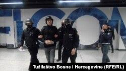 Darko Elez na Međunarodnom aerodromu u Sraajevu, nakon što ga je Srbija izručila Bosni i Hercegovini