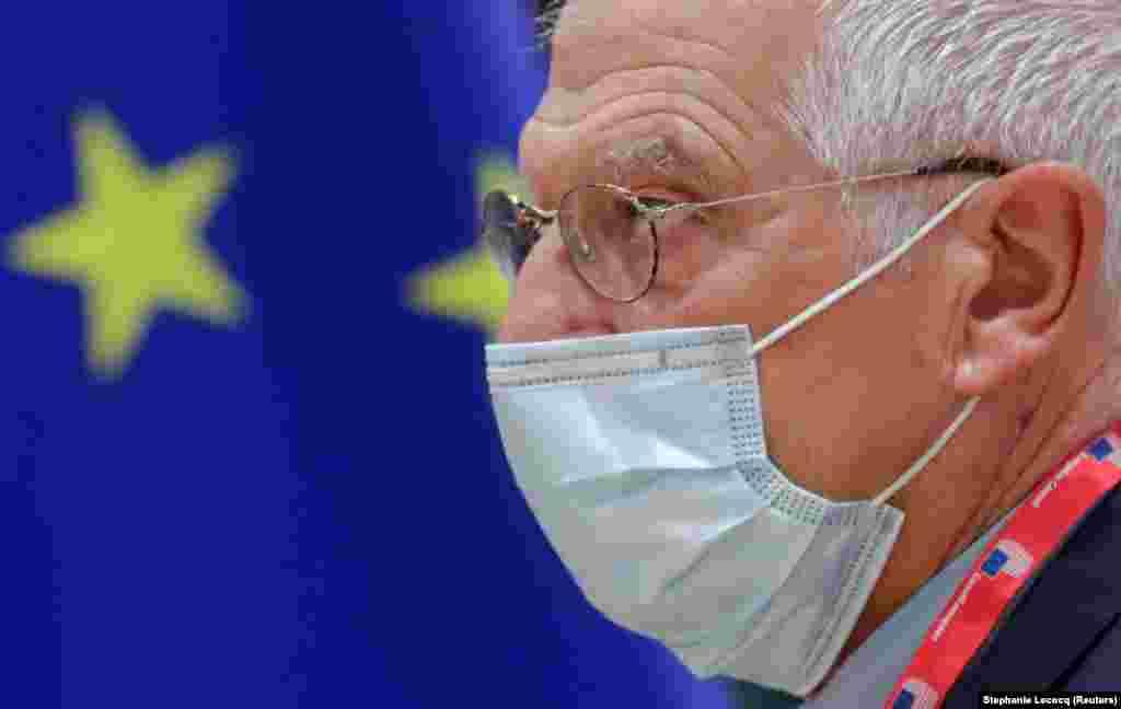 БЕЛГИЈА - Шефот на европската дипломатија, Жозеп Борел, и комесарот на Европската комисија за управување со кризи, Јанез Ленарчиќ на Твитер објавија дека се во самоизолација иако нивните тестови за Ковид-19 биле негативни. Велат чекаат повторен тест.