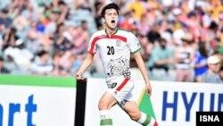 سردار آزمون، مهاجم ۲۱ ساله باشگاه روستوف روسیه، دو گل تیم ایران مقابل عمان را به ثمر رساند.