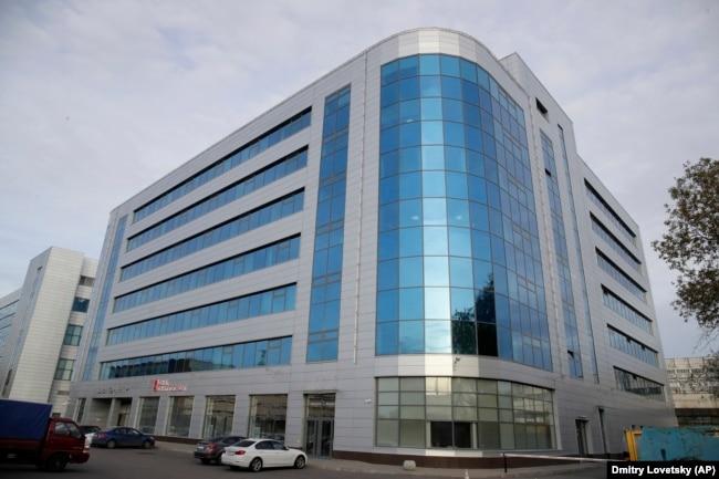 """Бизнес-центр в Петербурге, где располагается офис """"Агентства интернет-исследований"""", известного также как """"фабрика троллей"""""""