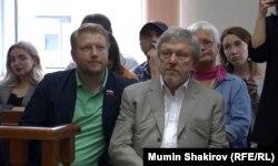 Григорий Явлинский и Николай Рыбаков в Московском городском суде по делу Валерия Костенка