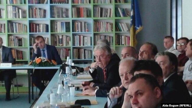 """Učesnici međunarodne konferencije """"Bosna i Hercegovina: političko stanje i perspektive razvoja"""", na Fakultetu političkih nauka u Sarajevu"""