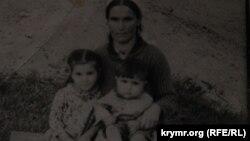 Еміне Османова з дітьми на чужині