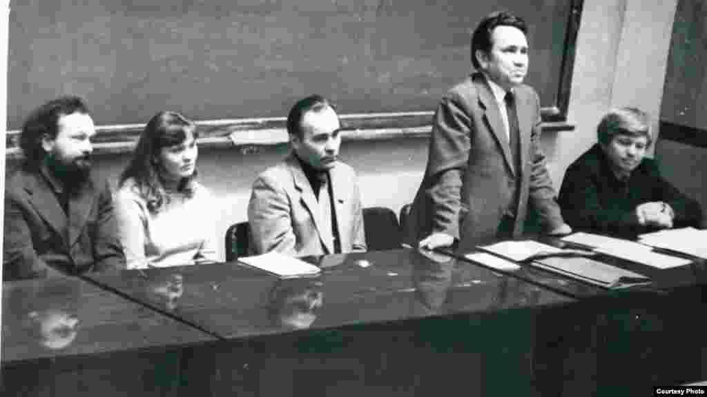 Журналистика бүлеге җыелышы, 1975