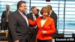 Глава МИД Литвы Линас Линкявичус и Верховный представитель ЕС по вопросам внешней политики Кэтрин Эштон (архив)