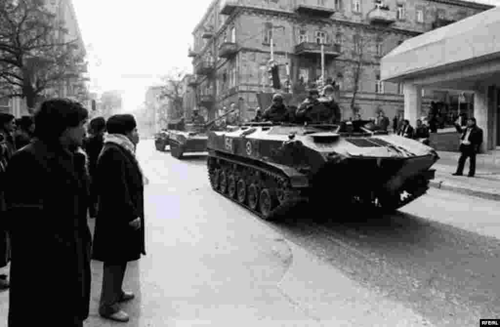 Tancurile sovietice pe străzile capitalei azere, ianuarie 1990