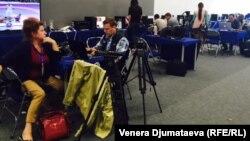 Көчмөндөр оюндарын чагылдырууга келген журналисттер