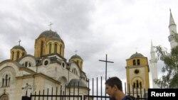Džamija i pravoslavna crkva u Uroševcu, ilustrativna fotografija