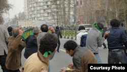 Iranian protesters throw rocks at riot police in Tehran on December 27 (photo: Sara).