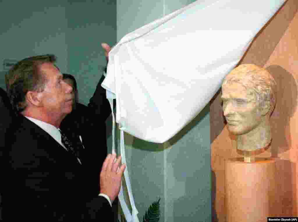 Czech President Vaclav Havel, who took office in the wake of the 1989 Velvet Revolution, unveils a bust of Jan Palach on January 16, 1999. The bust was placed in a school in Vsetaty, Palach's hometown near Prague.