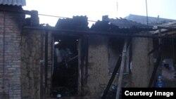 Сожженный дом семьи предполагаемых боевиков в чеченском селе Янди. Декабрь 2014 года.