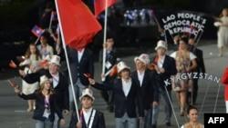 Кыргыз спортчулары Лондон Олимпиадасынын ачылышында, 27-июль, 2012.