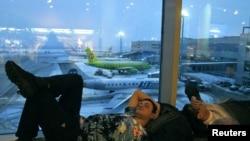 Пассажиры задерживающихся авиарейсов в Домодедово, Москва, 28 декабря 2010