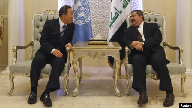 Iraqi Foreign Minister Hoshyar Zebari (right) meets with UN Secretary-General Ban Ki-moon in Baghdad on December 6.