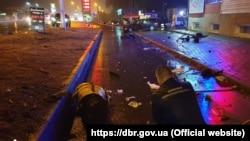 За попередніми даними ДБР, працівник поліції охорони у стані алкогольного сп'янінняв'їхав у зупинку громадського транспорту.