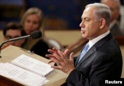 """Речь Нетаньяху, которую бойкотировали демократы, несколько раз прерывалась, как было принято говорить в СССР, """"бурными и продолжительными аплодисментами"""" присутствовавших в зале республиканцев"""