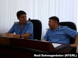 Прокуроры по делу Матаева: Ержан Куракбаев (слева) и А. Абаев.