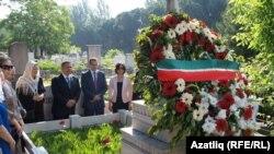 Миңнеханов Истанбулда күренекле татарларның каберләрен зиярәт итте