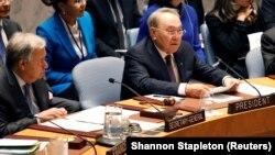 Президент Казахстана Нурсултан Назарбаев (справа) и генеральный секретарь ООН Антониу Гутерриш на брифинге в Совете Безопасности ООН.