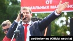 Ilan Şor la mitingul din faţa sediului partidului lui Maia Sandu PAS.