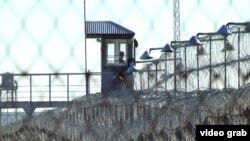 Сторожевая вышка и ограждение одной из казахстанских колоний.