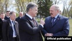Пятро Парашэнка і Аляксандар Лукашэнка